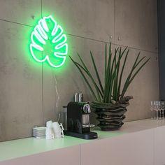 Wandleuchte Neon Blatt grün  Dieser #Neuankömmling sieht einfach #super aus! Absolut #hip und angesagt verneigt sich diese #Leuchte vor den altbekannten #Neonröhren... Abgerundet wird das #Design durch die #trendy #Farbgebung und #Form, die in jedem Fall ein #Hingucker ist. #QAZQAx Silberblau Kollektion! Das derzeit angesagteste #Einrichtungsobjekt