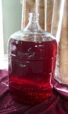 LIQUORE ALL'AMARENA - www.iopreparo.com Aromatico e gustoso mantiene il profumo delle amarene. E' un ottimo digestivo da gustare anche freddo. Il periodo ideale per prepararlo è l'estate.