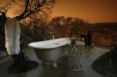 beautiful outdoor bathroom by the mountains