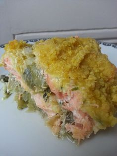 Crumble of salmon with leeks - C gourmet secrets - A complete dish consisting of a leek fondue, diced salmon and delicious covered with a curry crumbl - Salmon Recipes, Seafood Recipes, Vegan Recipes, Fish Recipes, Cooking Recipes, Canned Blueberries, Vegan Scones, Salmon Patties Recipe, Gluten Free Flour Mix
