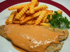 Prepara éste filete de pescado bañado en la rica salsa de chipotle.: Pescado con Crema de Chipotle