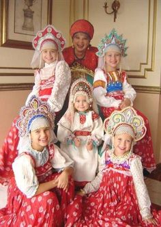 Smiling Russian girls from a folk group with their teacher. They wear Russian traditional costumes. Russian Beauty, Russian Fashion, We Are The World, People Of The World, Folklore, Foto Fantasy, Kind Photo, Russian Folk, Russian Style