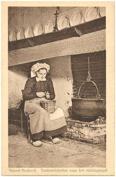 1900 - 1920 - Voedselbereiding : het schillen van de aardappelen...