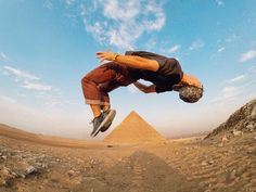 Photo of the Day! The #PyramidsofGiza have Jeremy Bishop flipping out! Share with us http://gopro.com/awards  #GoPro  https://twitter.com/gopro/status/705097981905784832