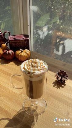Salted Caramel Hot Chocolate, Hot Chocolate Recipes, Chocolate Chips, Fun Baking Recipes, Dessert Recipes, Cooking Recipes, Desserts, Coffee Drink Recipes, Starbucks Recipes