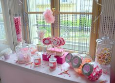 Candy Bar pour la Baby Shower de Lora organisée près de Paris par l'équipe Mybbshoweershop.com en formule VIP