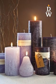 Bei den gegossenen, durchgefärbten Stumpen Kerzen verbindet sich Material, Form, Farbe und Oberflächengestaltung zu einer einzigartigen Qualität. Diese und viele weitere Produkte haben wir in den verschiedensten Größen in unserem Onlineshop! www.dochtundwachs.shop ♥️ Shops, Form, Pillar Candles, Material, Outfits, Candles, Products, Gifts, Tents