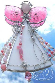 Vitrážoví andílci Pearl Necklace, Pearls, String Of Pearls, Beads, Pearl Necklaces, Gemstones, Pearl