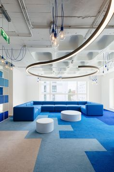 Artisan Touches and Company Colors for Office: OLX Group Workspace Bureau OLX Group design par Pedra Silver Arquitectos Corporate Office Design, Modern Office Design, Corporate Interiors, Workplace Design, Contemporary Office, Office Interior Design, Office Interiors, Modern Offices, Office Space Design