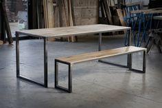 tafel met bankje van oude eiken wagondelen en ijzer. meubels op maat bij jan van ijken oude bouwmaterialen www.oudebouwmaterialen.nl