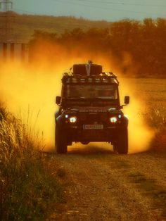 Land Rover OFF ROAD - Red Sand;  Land Rover Defender ACTION;