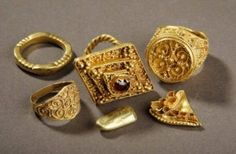 Anglo Saxon gold from a Leeds field goes on display