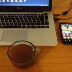 Sometimes i wake up very early to work in #socialmedia and drink a cocoa tea cup #growthhacking #photo #ceo @publiciudadmcy #follow #influencer #photography #friday #marketing #cocoa #beantobar #enterpreneur #maracay #venezuela