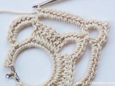 Crochet jewelry 818529301006952520 - Free pattern Earrings crochet – maysoondo crochet huis Source by annestouvenel Crochet Collar Pattern, Crochet Necklace Pattern, Crochet Jewelry Patterns, Crochet Accessories, Crochet Diy, Thread Crochet, Thread Jewellery, Fabric Jewelry, Jewelry Art