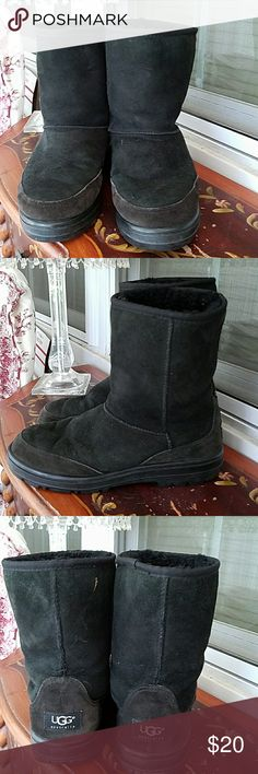 UGG SHORT BOOTS SUEDE  MENS  #5220 UGG SHORT SUEDE BOOTS MENS SIZE 7 #5220 PREOWNED  CONDITION  OK NO DAMAGE JUST USUAL WEAR  GREAT PRICE  PLENTY OF WEAR LECT UGG Shoes Rain & Snow Boots