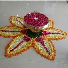 Indian Rangoli Designs, Rangoli Designs Flower, Flower Rangoli, Kolam Designs, Flower Mandala, Flower Art, Diya Rangoli, Rangoli Ideas, Coconut Decoration