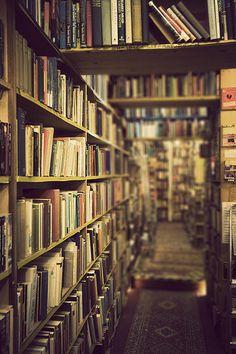 Ir a una librería o biblioteca - O
