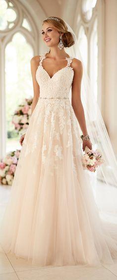 Vestidos de noiva - Coleção 2016 - Stella York. #noiva #vestido #saia #tule #renda #alças #véu