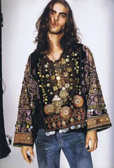 Hippie Style Men Gypsy Woman A Younger And Long Haired Fall In Bohemian Fashion Hippie Style, Bohemian Style Men, Look Boho, Gypsy Style, Hippie Men, Bohemian Fashion, Jon Kortajarena, 70s Fashion, Fashion Outfits