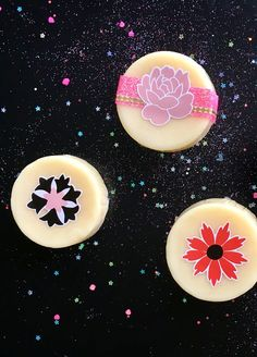 This vegan solid lotion bar recipe is made with soothing oat butter and lavender essential oil. It's the perfect treat for sunburned skin this summer. Natural Remedies For Sunburn, Dry Skin Remedies, After Sun, Diy Moisturizer, Homemade Mothers Day Gifts, Natural Beauty Recipes, Lotion Bars, Diy Lotion, Freundlich