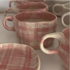@merelvanheezik Ceramic Clay, Ceramic Pottery, Pottery Art, Ceramics Pottery Mugs, Pottery Painting, Ceramic Painting, Diy Clay, Clay Crafts, Keramik Design