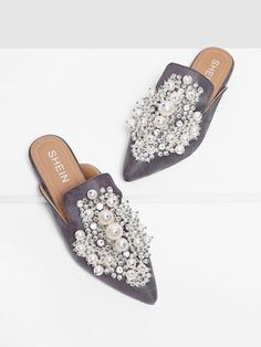To find out about the Faux Pearl Decorated Flat Mules at SHEIN, part of our latest Flats ready to shop online today! Cute Shoes, Me Too Shoes, Mule Plate, Mules Shoes Flat, Latest Shoe Trends, Pointed Toe Flats, Beautiful Shoes, Fashion Shoes, Shoe Boots
