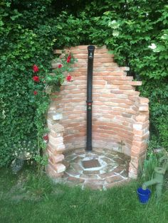 Pool im Garten Solardusche in Ruine Solardusche in Ruine The post Solardusche in Ruine appeared firs Solar D, Outside Showers, Outdoor Showers, Outdoor Landscaping, Outdoor Decor, Solar Shower, Garden Shower, Amazing Gardens, About Me Blog
