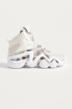 Shop adidas Originals Crazy 8 Primeknit Trainers at Urban Outfitters today. Chunky Sneakers, White Sneakers, Sneakers Nike, Sneakers Women, Custom Sneakers, Adidas Originals, Suits And Sneakers, Platform Tennis Shoes, Urban Outfitters