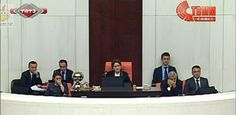 Bugünün tarihi 31.10.2013 ve TBMM`de tarihe not düşülecek bir durum oldu.. Hacca giden AKP`li milletvekilleri TBMM`ne türbanlı girdi.. Bu Meclis tarihinde ilk kez oldu.. Bu haber sayfamıza arşiv olsun diye eklendi.. Altta ise bugun TBMM`nde Şafak Payev`in tarihe not düşülecek konuşmasını verdim.. Mutlaka izleyin.. Zira türban olayının Türkiye`yi ne hale getirdiğini çok iyi anlıyacaksınız..