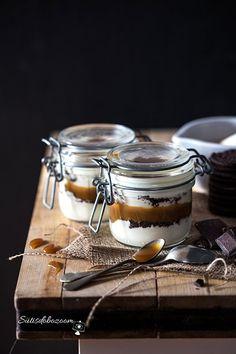 Tömény édességbomba lágy karamellel és fehér csokis krémsajttal.