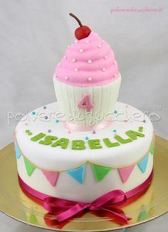Torta per il compleanno di una bimba con cupcake in pasta di zucchero  Cake for the birthday of a baby girl with cupcake in sugar paste