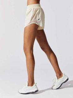 shorts Nike Run Tech Pack Tempo Women's Running Shorts in Light Cream Running Shorts Outfit, Summer Shorts Outfits, Nike Dri Fit Shorts, Nike Outfits, Workout Shorts, Sport Outfits, Running Outfits, Running Fashion, Workout Outfits