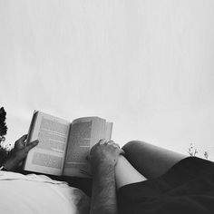 in Bed The romance of reading books in bed with your partner.The romance of reading books in bed with your partner. Reading In Bed, Reading Books, Partner Reading, Reading Aloud, Photo Couple, Sulli, Jolie Photo, White Photography, Couple Photography