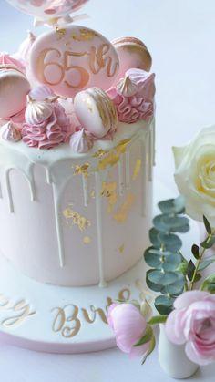 Cake Decorating Frosting, Cake Decorating Designs, Cake Decorating Videos, Birthday Cake Decorating, Cake Decorating Techniques, Candy Birthday Cakes, Elegant Birthday Cakes, Beautiful Birthday Cakes, Beautiful Cakes