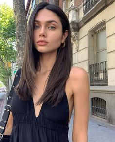 sexy lips of the day. Hair Inspo, Hair Inspiration, Medium Hair Styles, Curly Hair Styles, Hair Medium, Haircuts Straight Hair, Straight Layered Hair, Pixie Haircuts, Thick Hair