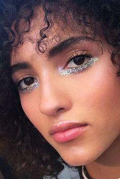 Carnival Makeup Ideas glitter makes, simple makes, block carnival makeup, black skin carnival Makeup Inspo, Makeup Art, Makeup Inspiration, Makeup Tips, Hair Makeup, Makeup Lessons, Glitter Carnaval, Make Carnaval, Beauty Make-up