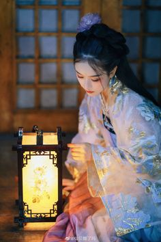 Discover recipes, home ideas, style inspiration and other ideas to try. Traditional Fashion, Traditional Art, Traditional Outfits, Japanese Quilts, Japanese Art, Chinese Culture, Chinese Art, Human Poses Reference, L5r