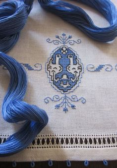 Elizabeth hand embroidery: Coincidences blue