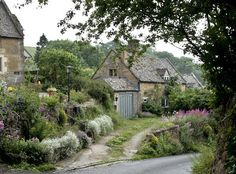 Cute Cottage, Cottage In The Woods, Cottage Style Homes, Cottage House Plans, Stone Cottage Homes, Cottage Living, Living Room, English Cottage Interiors, English Country Cottages