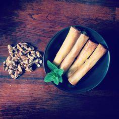 Envie d'une idée gourmande et originale pour l'apéro 😁 ces Nems sont fait pour vous ravir 🤗 ils sont généreusement garnis de chèvre frais, comté, menthe fraiche et quelques noix concassées pour parfaire le tout ! Un Régal !!!! On vous donne la recette 😉  Bonne fin de week-end et Bon appétit les amis  #nem #nems #apero #aperodinatoire #pauldebauche #recette #recipeoftheday #recipe #cuisine #cuisinefaitmaison #cookingathome #blogculinaire #blogcuisine Week End, Envy, Bon Appetit, Home Made