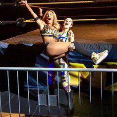 Bayley and Carmella Female Wrestlers, Wwe Wrestlers, Pamela Rose Martinez, Carmella Wwe, Nxt Divas, Raw Women's Champion, Wrestling Divas, 54 Kg, Wwe Womens
