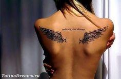тату крылья с надписью