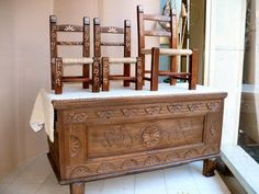Sa cascia sarda - is cadireddas. Sardegna La cassa sarda e le piccole sedie, chest, chairs, Sardinia, wood, handicraft.