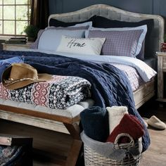 Unique harmony of cotton and linen comes to life in Hampton Linen Bedding Set.