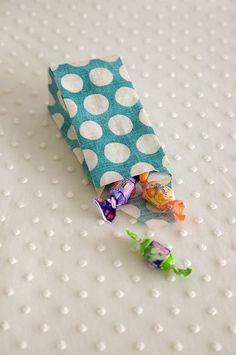 布で作る小さな袋  Cloth bag wrapping