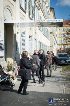 """Das Atelier Jungwirth zeigt Fotografien von Arnold Odermatt aus der Serie """"Karambolage"""". Odermatt, geboren 1925 im Schweizer Kanton Nidwalden, trat 1948 ebendort der Polizei bei und dokumentierte fortan im Rahmen seiner beruflichen Tätigkeit über Jahrzehnte die Unfallorte zu denen er gerufen wurde.  #Fotografien """"#Arnold #Odermatt"""" #Serie #Karambolage """"#Atelier #Jungwirth"""" #Graz """"#Schweizer #Kanton #Nidwalden"""" #Polizei #dokumentierte """"#berufliche #Tätigkeit"""" #Unfallorte """"#Urs #Odermatt""""…"""
