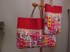 女の子用の通園バッグ・シューズバッグのセットです。赤を基調とし、切り替え部分にかわいい花のモチーフをあしらってみました。通園バッグ…縦30㎝&t... ハンドメイド、手作り、手仕事品の通販・販売・購入ならCreema。