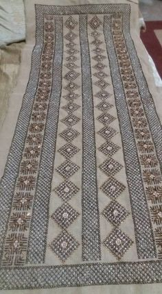 Beaded Embroidery, Cross Stitch Embroidery, Embroidery Designs, Needlepoint, Needlework, Bohemian Rug, Diy And Crafts, Crochet Patterns, Beads