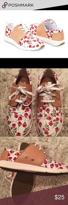 TOMS Poppy Del Rey Sneakers Super cute, worn once sneakers. Great condition, slight scuffing on the leather sides. TOMS Shoes Sneakers