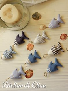 Sewing Toys, Sewing Crafts, Sewing Projects, Fabric Fish, Animal Sewing Patterns, Creation Couture, Fabric Dolls, Fabric Scraps, Felt Crafts